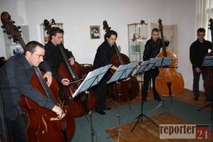 kontrabasisti-jana-krigovskeho-v-mestskom-muzeu-img4bd2c41909d12